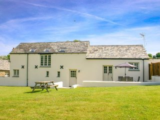 THE OLD SHIPPON, modern, detached barn conversion, large garden, close to
