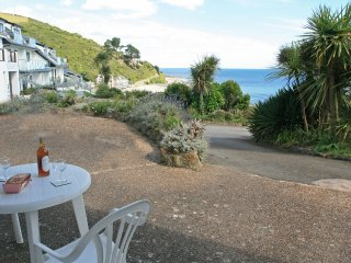 LOBSTER POT is a ground floor apartment, part of Mount Brioni complex in Seaton,