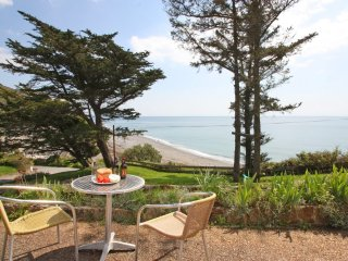 SAND BAR ground floor apartment, beach and sea views, patio, open plan interior,