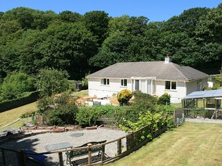 TWO WELLS bungalow a short stroll to Boscastle, large garden, two en-suite