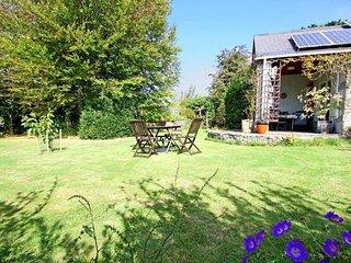 RAMBLERS RETREAT comfortable holiday home, dog friendly, pretty garden, walk to