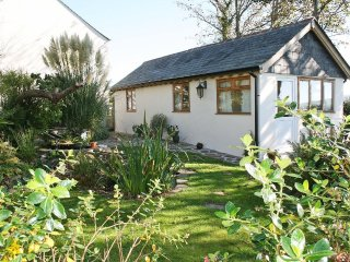 LITTLE LANXON, couples Retreat,near village pub, REF 959395