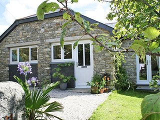 HONEYSUCKLE COTTAGE converted outbuilding, open plan living area, vintage furnit