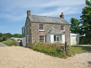 TRENOUTH COTTAGE , large enclosed garden, wood burning stove, pet friendly, WiFi