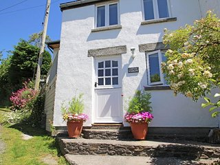 LITTLE HAMLIN end of terrace cottage, balcony, excellent pub within a short stro