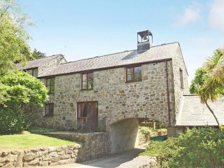 BELL COTTAGE,within grounds of former manor house, peaceful location, close to b