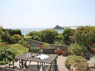 SHELLSEEKERS traditional cottage, enclosed pretty garden with sea views
