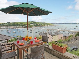 PENNANT COTTAGE 2-storey cottage, harbour views, in Falmouth, Ref xxxxxxx
