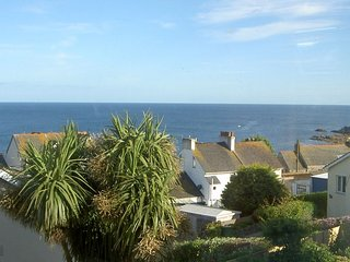WOOTTON GRAY is a detached property with sea views over Mousehole. REF 959183