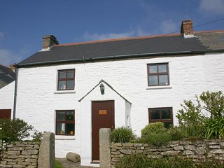 SEAVIEW delightful Cornish cottage, enclosed garden, 2 miles to harbour and