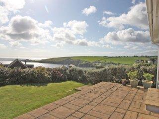 KENTON bungalow in Mevagissey, sea views, large garden, pet friendly, off road