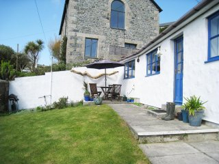 COCKLE ISLAND COTTAGE, enclosed south facing garden, sea views from bedroom, woo