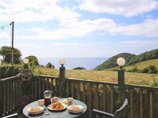 CROWS NEST ground floor apartment, pretty hamlet location near St Keverne. Ref x