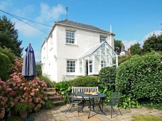 HILLSIDE cosy cottage, close to the Helford River, in Manaccan village, Ref