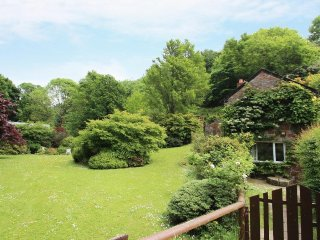 MILL COTTAGE delightful cosy cottage, garden and grounds, 10 min walk to beach