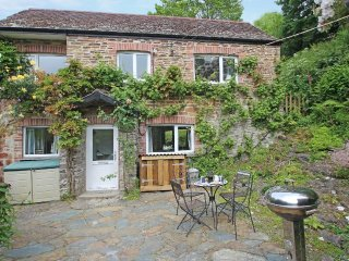 MILL COTTAGE delightful cosy cottage, garden and grounds, 10 min walk to beach,