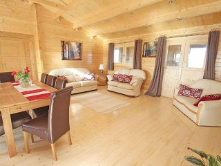 CHYWOLOW LODGE, scandinavian style lodge in hamlet near Penzance, country views,