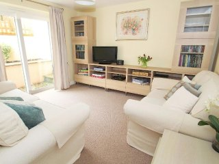 PENROSE modern bungalow, private terraced garden, short walk to Porthleven harbo