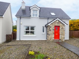 LAKEHOUSE HOTEL COTTAGE 9, spacious open plan, lovely views, in Narin, Ref 95899