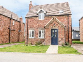 FLIP FLOPS, detached, woodburner, balcony, patio, close to the seaside, near Fil