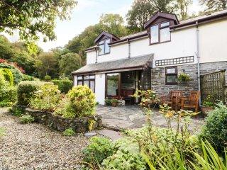 1 AR YR AFON, upside down cottage, juliet balcony, pet friendly, in Abergynolwyn