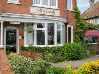 RIVENDELL, spacious accommodation, six bedrooms, secluded garden, in Bridlington