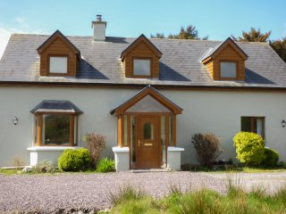 TIGH AN DROICHID, en-suites, woodburning stove, close to seaside