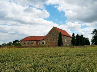 BELL HOUSE BARN, quality accommodation, off road parking, near Staindrop, ref 95