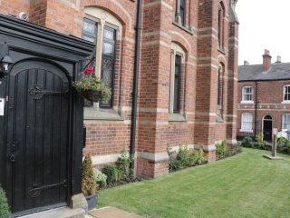 APARTMENT 6, converted chapel, centre of Chester city centre, Ref 957819
