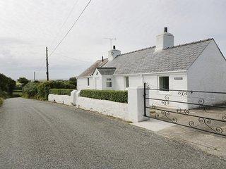 RHOSDDU, cosy, rural, character, near Llanfaethlu, ref:957544