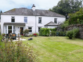 CAMELLIA COTTAGE, semi-detached, near local amenities, in Bowness-on-Windermere,
