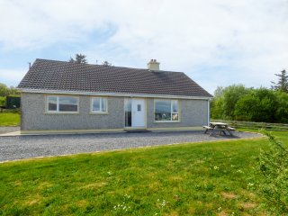 MORGANS COTTAGE, open fire, countryside views, County Donegal, ref 956833