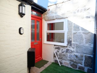 TAILOR'S COTTAGE, WIFI, character, large garden, Ref. 956776