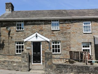 TY FFYNNON, contemporary living, woodburning stove, traditional features, Ref. 9