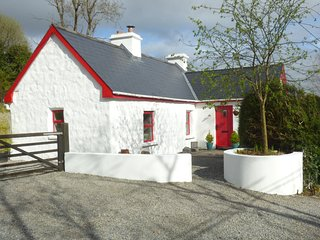 DRUMDONEY COTTAGE, detached, woodburner, secluded front garden, nr Riverstown, R