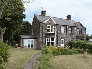 ASH LEIGH, WIFI, countryside views, en-suite bedroom, Ref 956186