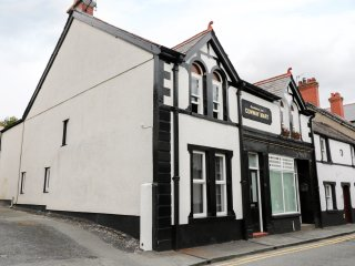 THE CONWY MART COTTAGE, cosy with character, central location, in Conwy