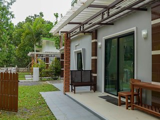 Khao Lak HomeThong (Private Home include Wifi + Kichecn)