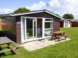 CHALET 212, open-plan living, detached and cosy,holiday park, in St Merryn