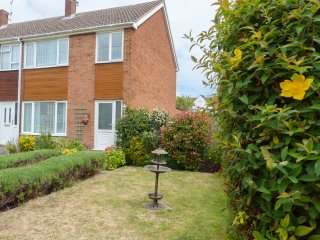 15 PRIORY CLOSE,  Ultra HD TV, beautiful gardens, family friendly, Ref 955539