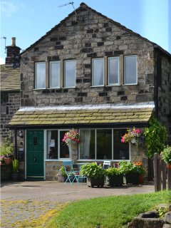 POPPYFIELDS COTTAGE stone- built annexe, en-suites, well appointed, WiFi, Hepton