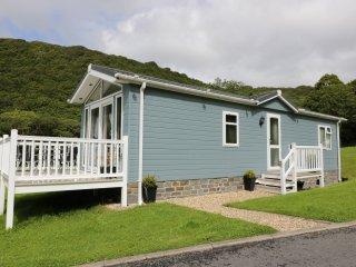 SALISBURY LODGE, open plan layout, veranda, near Llanarth, Ref. 955093