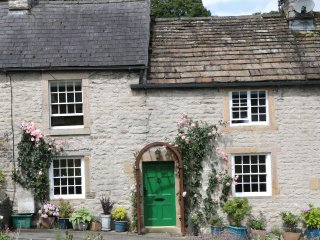 BUTTERCUP COTTAGE, charming and countryside, WiFi, near Castleton, ref:955085