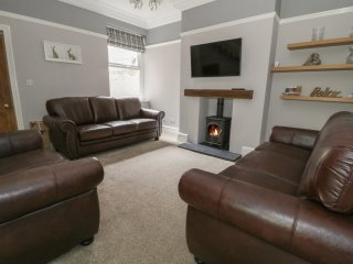 DUMBUIE, 5 bedrooms, open fire, WiFi, pet-friendly, in Haltwhistle, Ref 954820