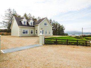MULROY LODGE, open plan, en-suite, incredible views of Mulroy Bay, Ref 954605
