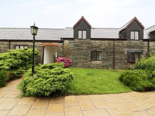 ROSE COTTAGE, lovely and cosy, near coast, pet-friendly, near Cardigan, ref: 954