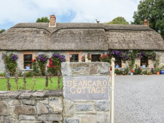 SEANCARO COTTAGE, woodburner, open plan, snug, Ref 954435