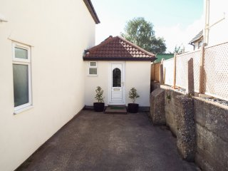 THE ANNEXE, open plan, near the seaside, ideal for a couple, near Poole, Ref.  9