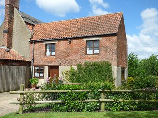POND FARM DAIRY, family-friendly, WiFi, near Beccles, Ref 954252
