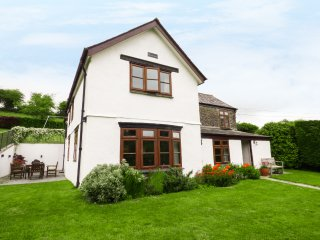 MEADOW LEA, detached holiday home, woodburner, games room, pet-friendly, in